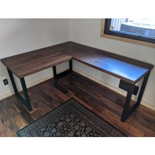 Desk D556